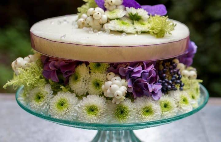 atelier-art-floral-gourmandise-composition-violet-blanc