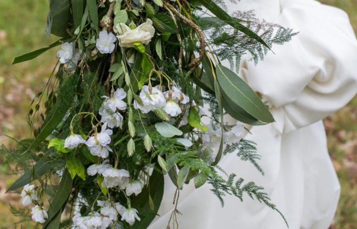 bouquet-mariee-cascade-vegetale-inspiration-mariage