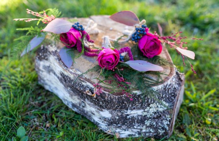 boutonniere-mariage-garcon-honneur-rose-baies
