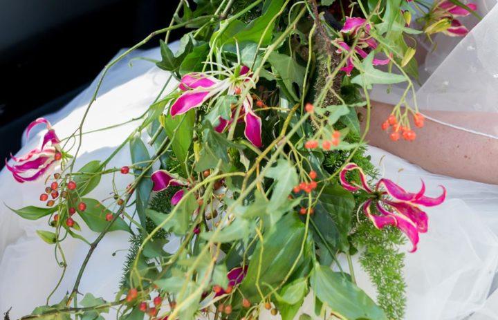 cascade-vegetale-mariee-figues-feuillage