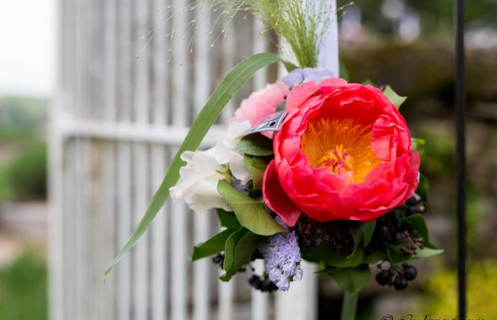decoration-entree-mariage-vintage-corail-pivoine