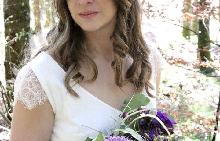 mariee-en-violet-couronne-fleurs-bouquet