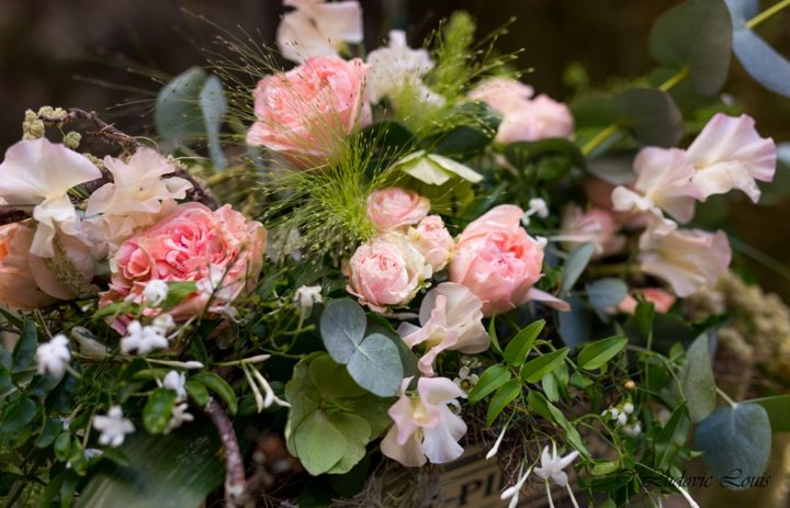 Détail composition florale rose et verte