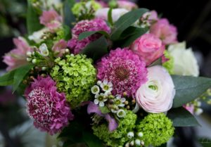 Bouquet de saison Fuschia vert et blanc