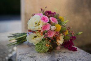 Bouquet de saison rose, jaune et blanc