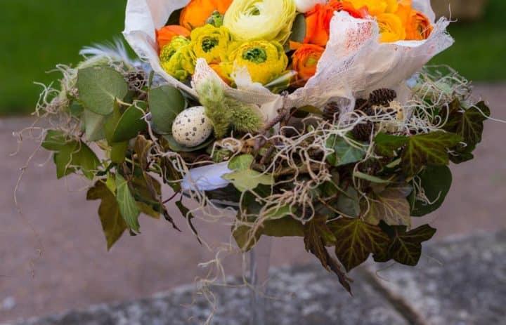 atelier-art-floral-oeufs-paques-tulle-orange-jaune-bleu