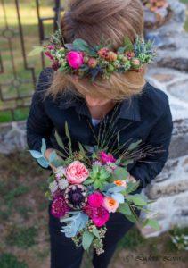 Bouquet et couronne pour un mariage aux couleurs vives d'été