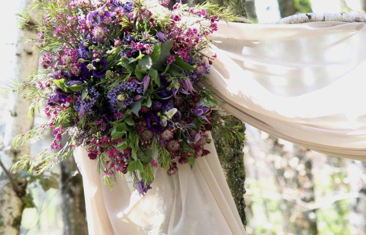 bouquet-mariee-drape-voilage-inspiration-mariage-violet