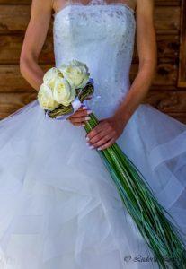 Bouquet de mariée à longues tiges avec roses blanches et strass