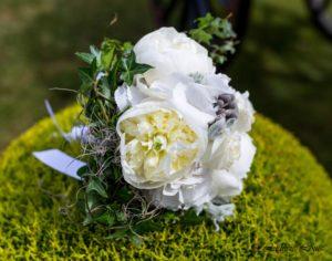 Bouquet de mariée de pivoines blanches