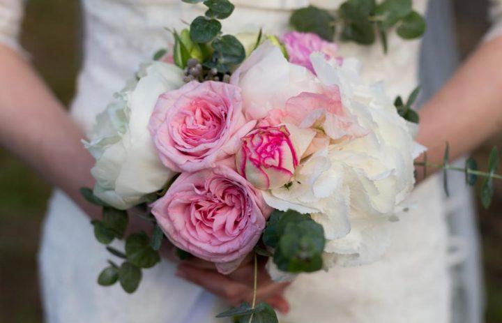 bouquet-mariee-romantique-rose-pivoine-blanche-eucalyptus