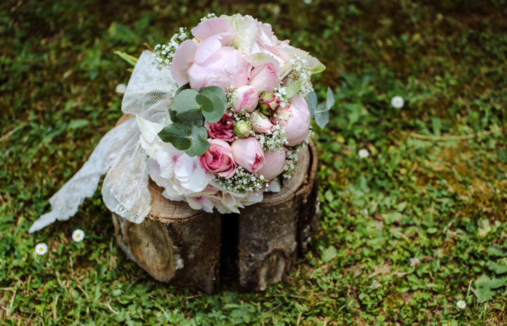 bouquet-mariee-roses-eucalyptus-fleuriste-marylene-louis