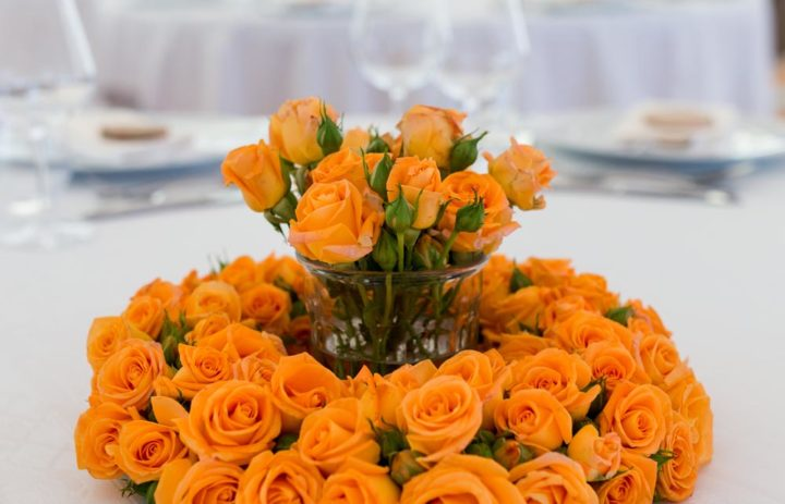 centre-table-decoration-mariage-roses-orange
