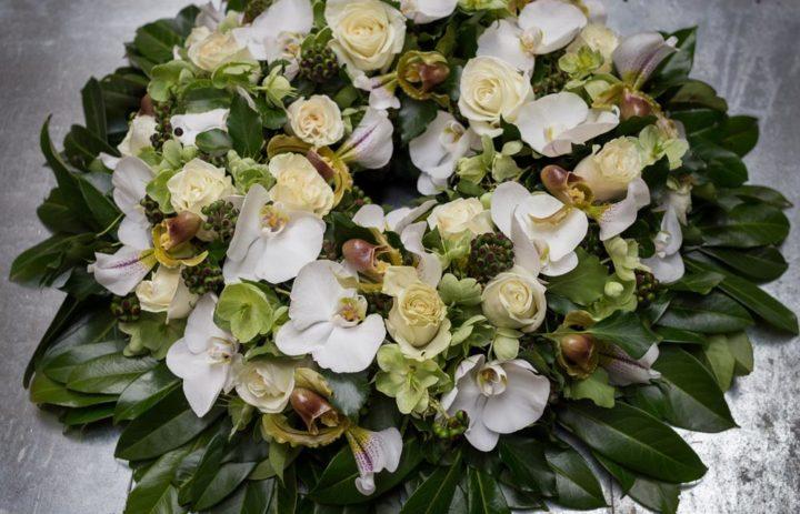 couronne-souvenir-orchidee-roses-jaunes
