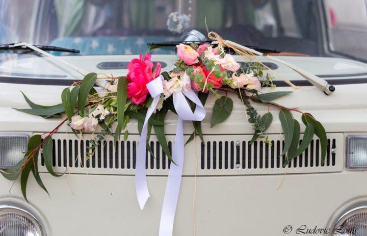 decoration-capot-voiture-mariage-pivoine-corail