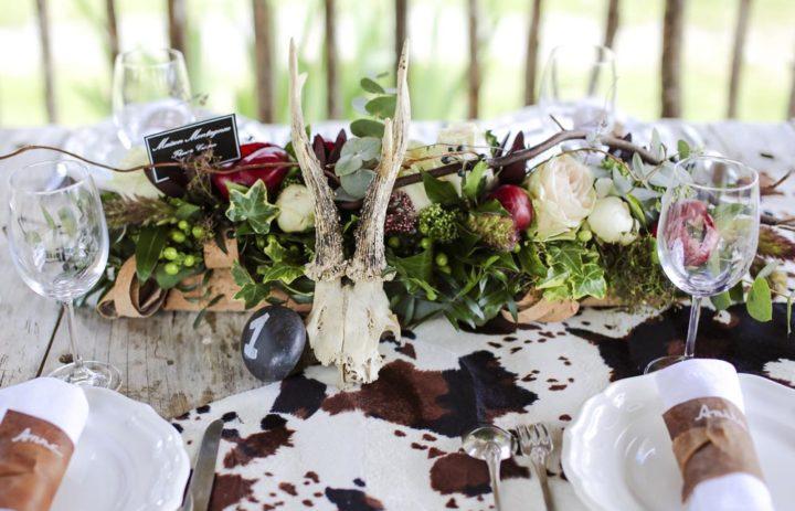 decoration-centre-table-crane-peau-vache-fleurs
