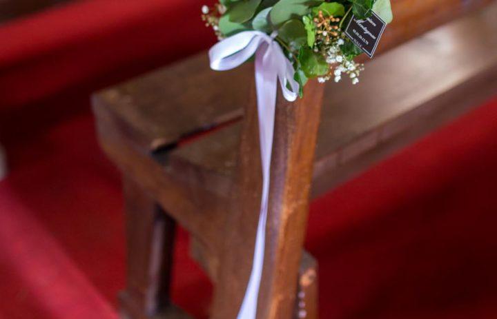 decoration-eglise-couronne-lierre-fleurs-blanches