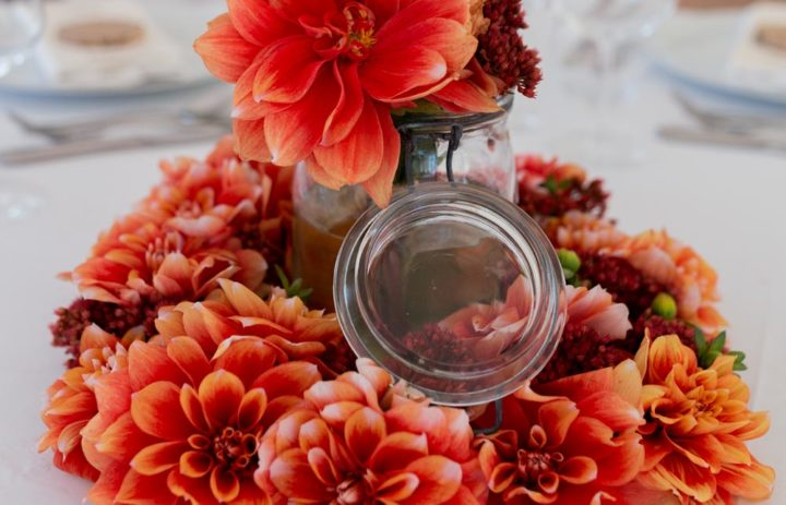 decoration-fleurie-centre-table-orange-automne