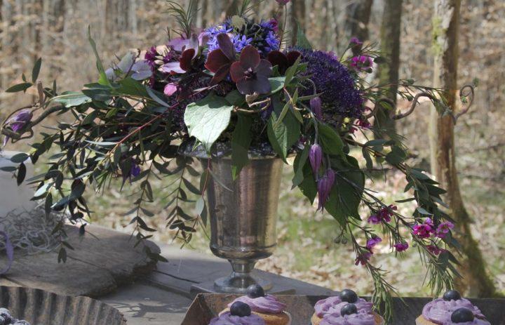 decoration-reception-mariage-vase-argent-fleurs-violettes