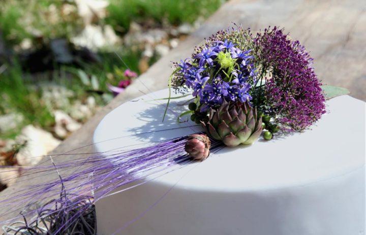 decoration-table-fleurs-mariage-inspiration-violet