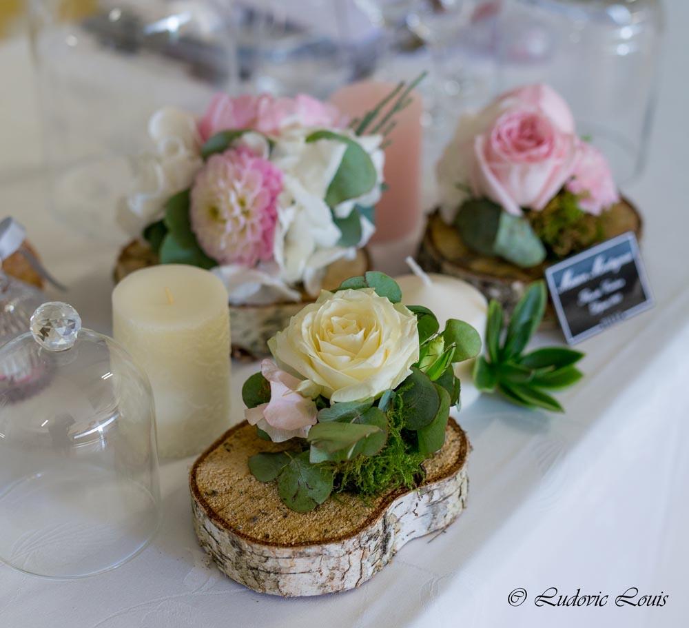 Décoration De Table De Mariage Composée De Roses Blanches Et Roses