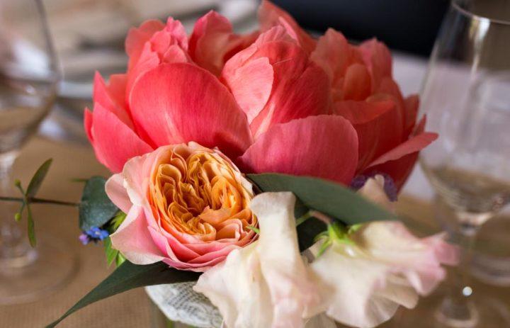 decoration-table-mariage-retro-pivoine-rose-vuvuzela