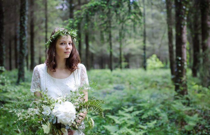 mariage-nature-couronne-bouquet-mariee-blanc-vert