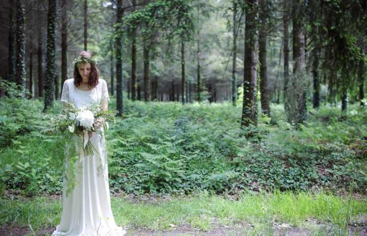 mariee-grand-bouquet-blanc-et-vert-shooting-inspiration-mariage-nature