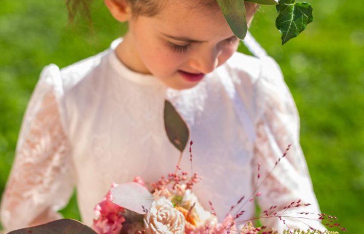 petite-fille-honneur-mariage-couronne-fleurs-bouquet-automne