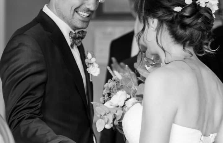 Couple mariés noir et blanc